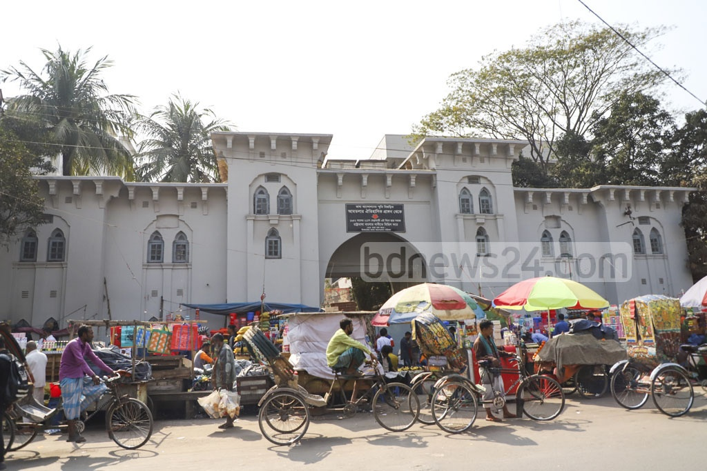 The Language Movement of 1952, which called for Bangla to become the official language, started at the old Dhaka University gate, which is now associated with Dhaka Medical College. A signboard has been put up in the area to draw attention to its significance, but most of the area is occupied by street hawkers. Photo: Abdullah Al Momin
