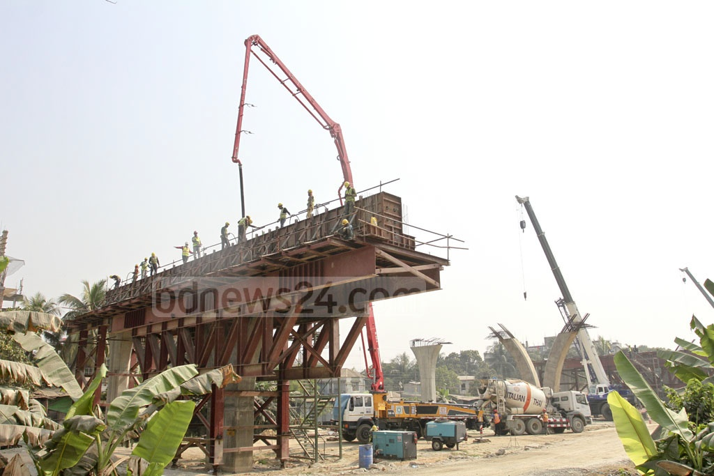 Construction workers are busy on the elevated expressway project in Dhaka's Khilkhet on Saturday. Photo: Asif Mahmud Ove