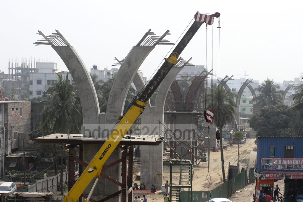 Cross beams are made for the Kuril elevated expressway. The girders will be placed atop these cross beams. Photo: Asif Mahmud Ove