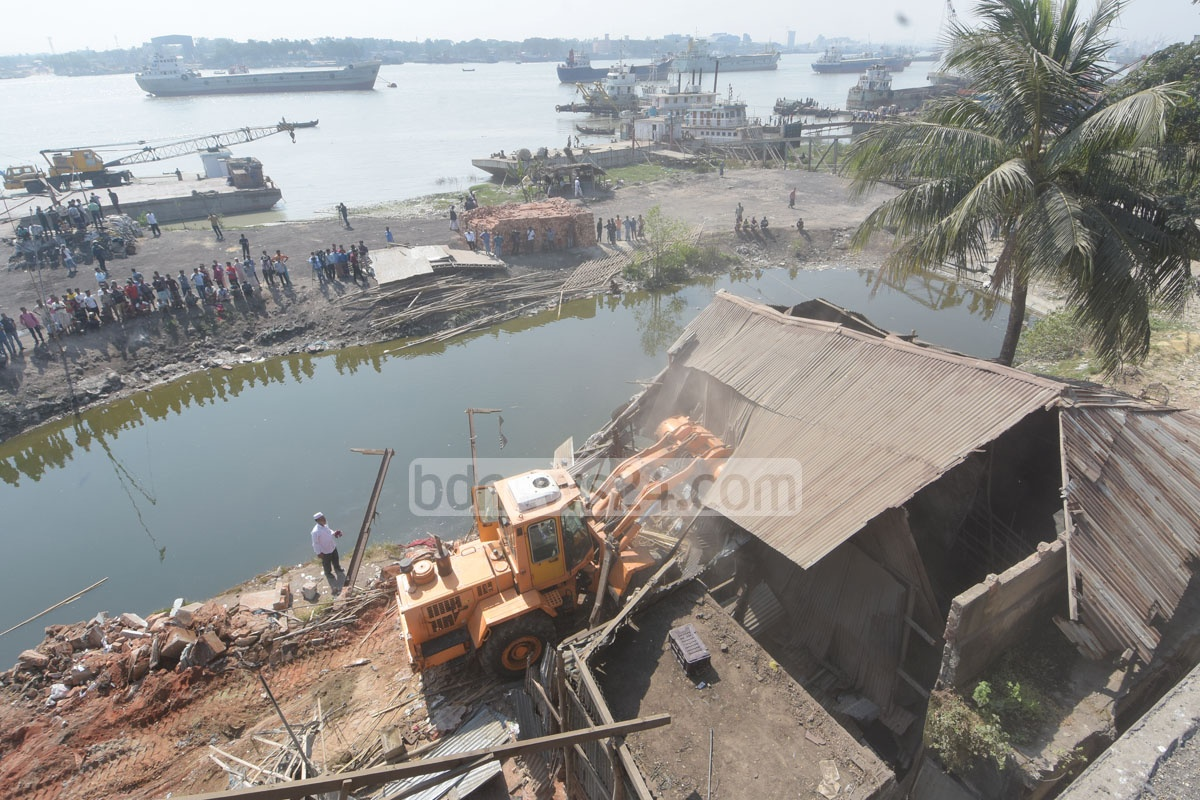 The local authorities razing down illegal structures devouring the Karnaphuli River on Monday in an eviction drive that has begun two years after High Court orders to demolish 2,500 illegal structures that are encroaching on the river called 'The Lifeline of Chattogram'. Photo: Suman Babu