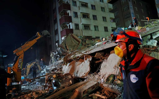 At Least Two Killed After Building Collapses In Turkey S Istanbul