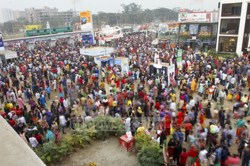 Visitors thronged the Dhaka International Trade Fair 2019 on the eve of its closing on Friday. The number of visitors was high also as it was a weekly holiday. Photo: Asif Mahmud Ove