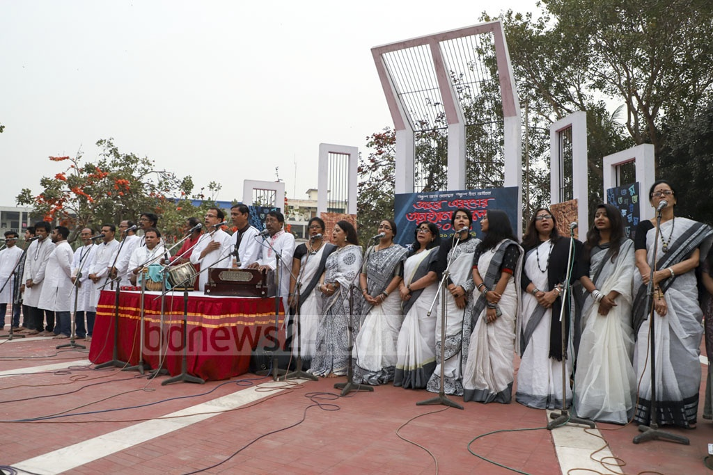 Singers performing at the Central Shaheed Minar in Dhaka on Friday as the Sammilita Sangskritik Jote opened its 14-day programme in commemoration of the Amar Ekushey. Photo: Abdullah Al Momin