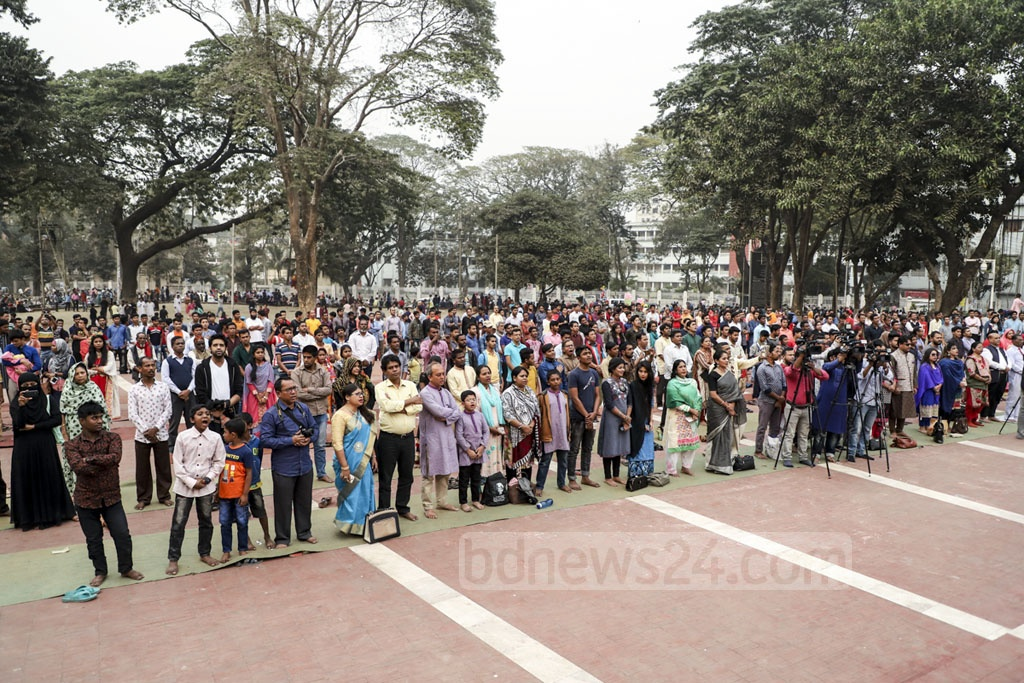 Guests stand in silence for a minute at the Central Shaheed Minar in Dhaka on Friday to show respect to the Feb 21, 1952 Language Movement martyrs as the Sammilita Sangskritik Jote opened its 14-day programme in commemoration of the Amar Ekushey. Photo: Abdullah Al Momin