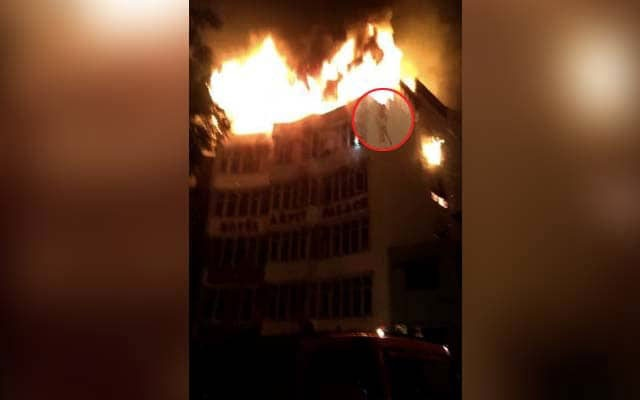17 killed as huge fire razes hotel in Delhi