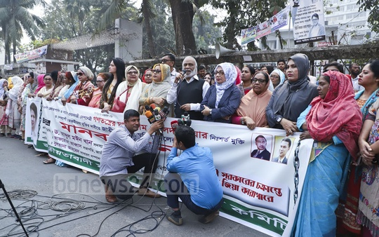 BNP leader Abdul Moyeen Khan speaking at Jatiyatabadi Mohila Dal's demonstration outside the National Press Club in Dhaka on Friday demanding release of their chief Khaleda Zia and other leaders and activists from prison. Photo: Abdullah Al Momin