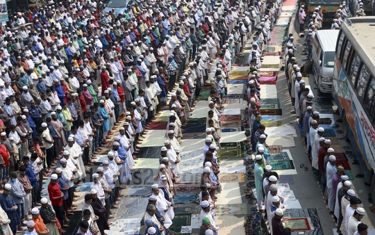 Hundreds of thousands offered their Jumma prayers on the banks of the Turag in Tongi on Friday on the first day of Bishwa Ijtema. Photo: Mahmud Zaman Ovi