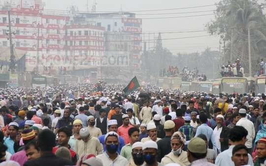 Hundreds of thousands of devotees from across the country poured in to Tongi to attend the Biswa Ijtema Akheri Munajat on Saturday. Photo: Asif Mahmud Ove