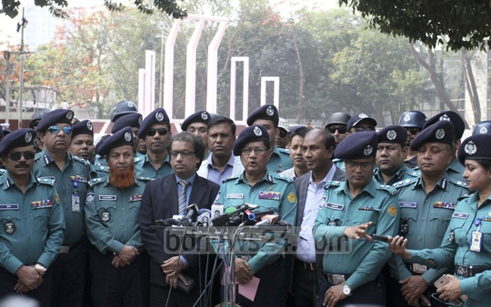 Dhaka Metropolitan Police Commissioner Md Asaduzzaman Mia briefing the media at the Central Shaheed Minar on Tuesday on Language Movement Day security measures. Photo: Asif Mahmud Ove