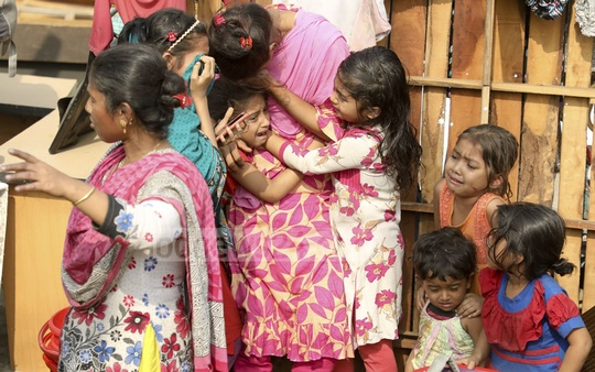 Slum children crying during a National Housing Authority eviction drive in Dhaka's Bhashantek on Tuesday.