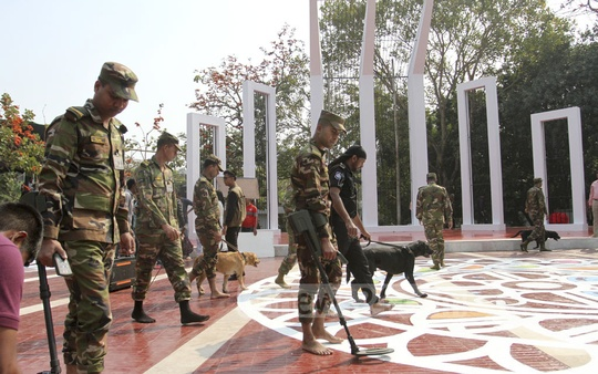 Members of the army and RAB checking the Central Shaheed Minar in Dhaka on Tuesday ahead of the Language Movement Day. Photo: Asif Mahmud Ove