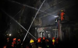Firefighters work at the scene of a fire that broke out at a chemical warehouse in Dhaka, Bangladesh February 21, 2019. Reuters