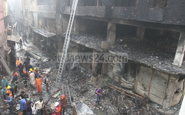 Scenes of chaos at Old Dhaka as massive fire spreads from a building, causing explosions and the death of at least 70 people in the congested Churihatta neighbourhood. Photo: Asif Mahmud Ove