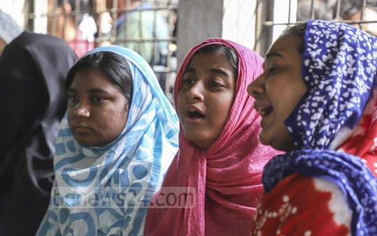 Relatives of Mohammad Faysal, who died in the Chawkbazar fire, crying at Dhaka Medical College Hospital on Friday. They came to give blood and saliva samples for identification of the body. Photo: Abdullah Al Momin