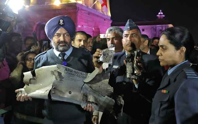 Indian Air Force officials display a wreckage of AMRAAM air-to-air missile that they say was fired by Pakistan Air Force fighter jet during a strike over Kashmir on Wednesday, after speaking with the media in the lawns of India's Defence Ministry in New Delhi, India, February 28, 2019. Reuters
