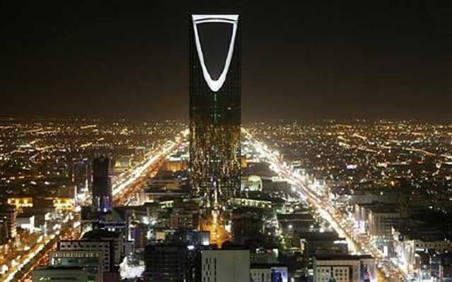 The Kingdom Tower stands in the night in Riyadh Nov 16, 2007. REUTERS