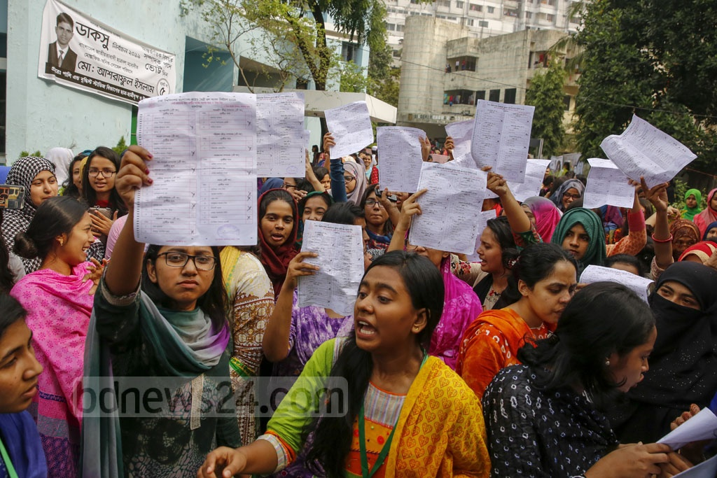 Students protest marked Hall Council ballot papers found at Bangladesh-Kuwait Maitree Hall before DUCSU polls opened on Monday. Photo: Mostafigur Rahman