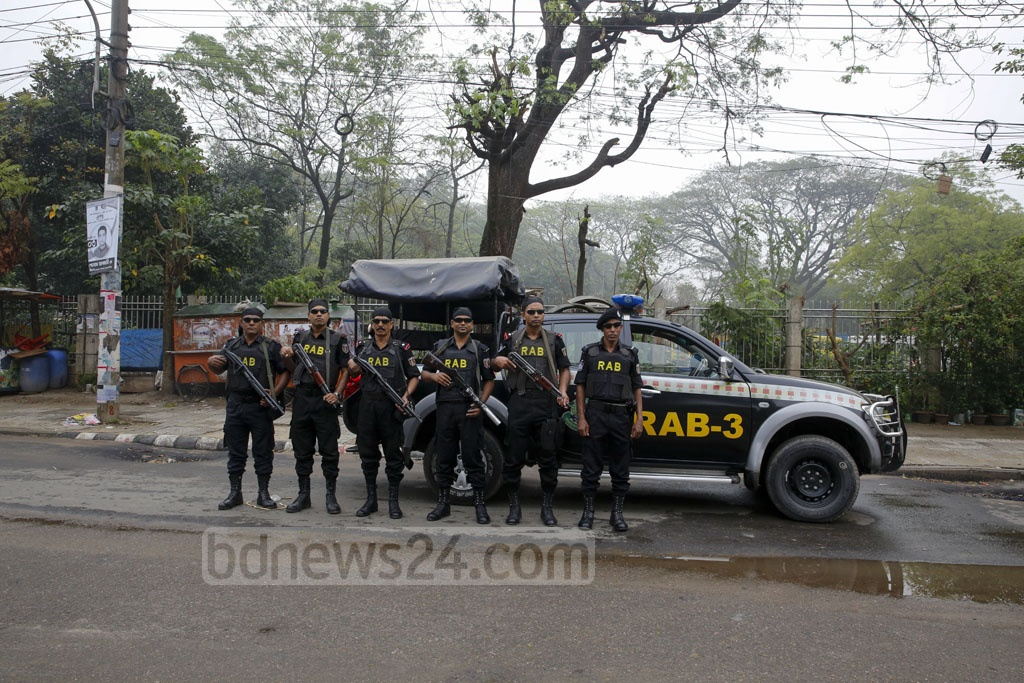Heavy security has been deployed at the entrances to Dhaka University on Monday for the DUCSU polls.