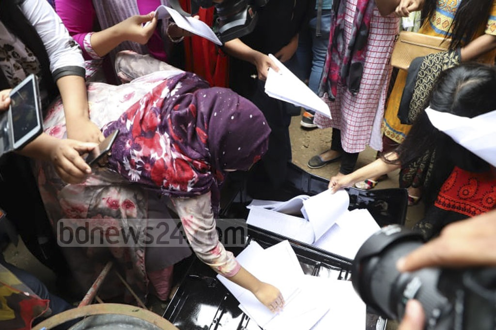Dhaka University students became agitated after finding a trunk full of paper ballots for the DUCSU polls at a room at Ruqayyah Hall on Monday. Photo: Abdullah Al Momin