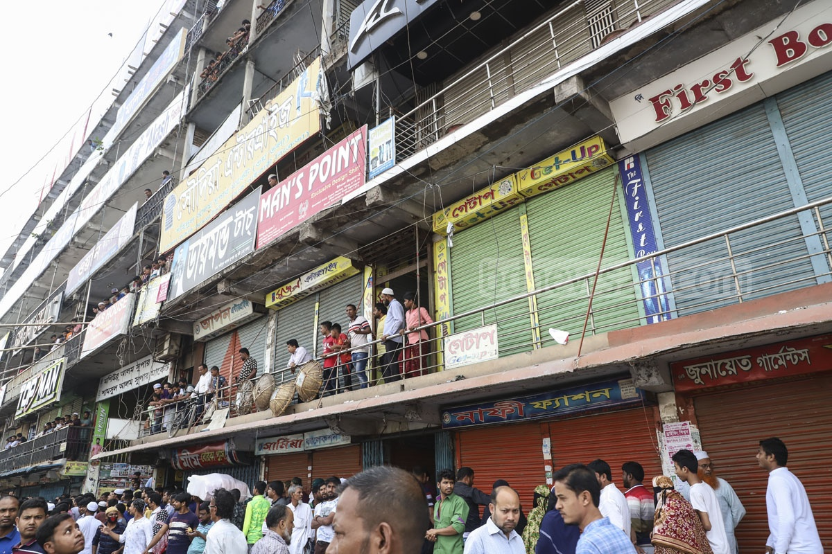 Traders of Keraniganj's Aganagar kept their shops shut on Tuesday in protest against the closure of a pier in Sadarghat Launch Terminal area in Dhaka. Photo: Abdullah Al Momin