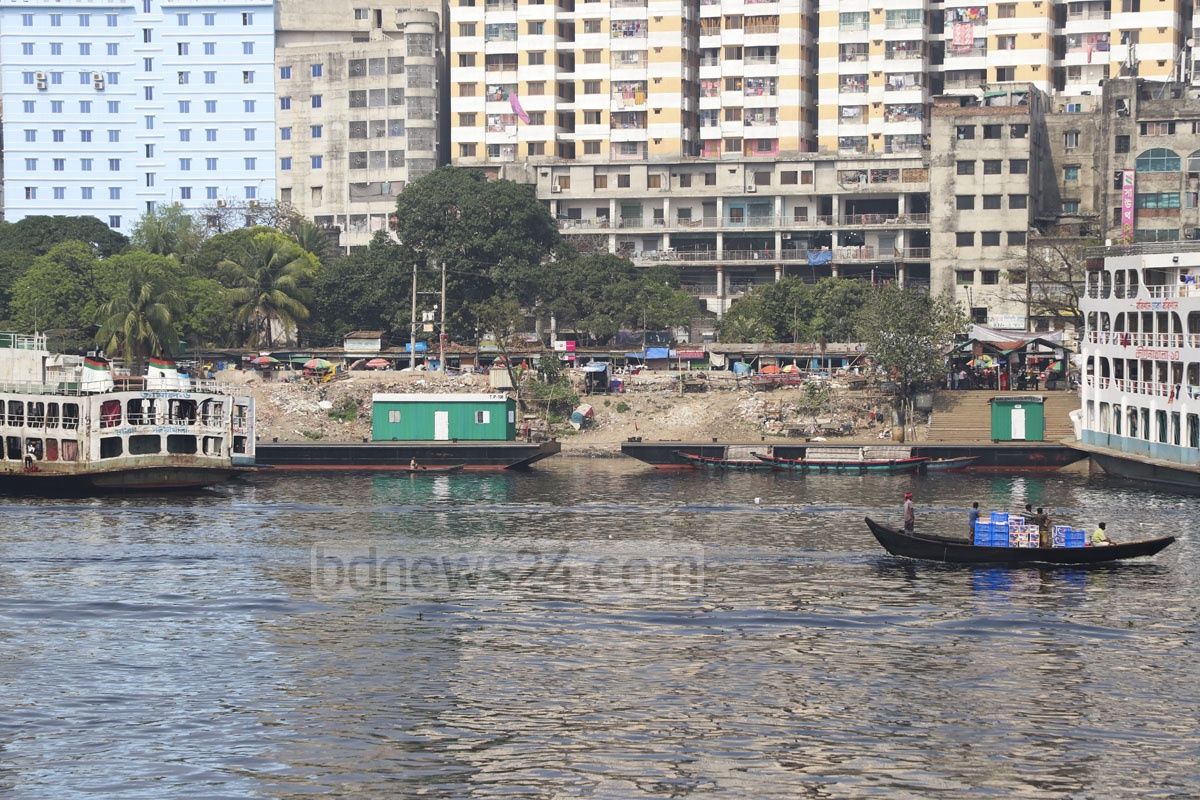 BIWTA has set up two pontoons for launch services after dismantling a pier for small boats at Sadarghat in Dhaka. Photo: Abdullah Al Momin