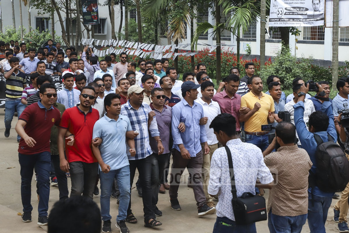 Chhatra Dal rallying in front of the Aparajeyo Bangla monument on Dhaka University campus on Tuesday against alleged irregularities in Monday's DUCSU polls. Photo: Abdullah Al Momin