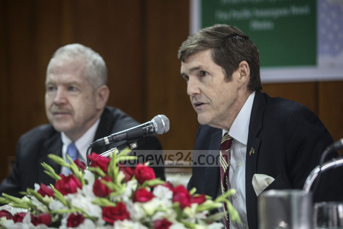 Ambassador Earl Miller briefing the media in Dhaka on Tuesday about the 25th US Trade Show to be organised by the American Chamber of Commerce or AmCham in Bangladesh at Sonargaon Hotel from Mar 14 to 16.