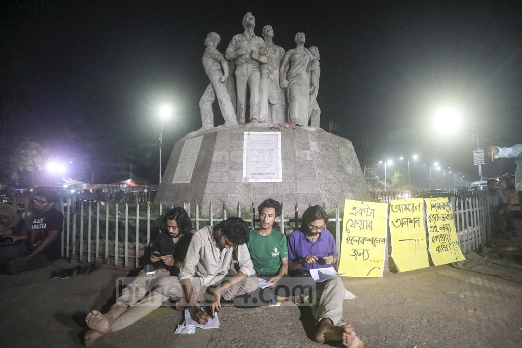Four Dhaka University students began a fast-to-death protest at the altar of the Raju Sculpture on the campus on Tuesday demanding fresh polls to the university's central union of students or DUCSU.