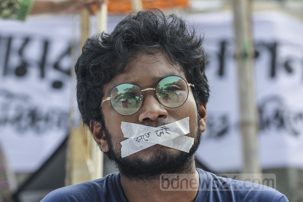 A hunger strike by a group of Dhaka University students at the altar of Raju Memorial Sculpture enters the third day on Thursday. They demand fresh DUCSU polls after resignation of those who oversaw the Mar 11 elections.