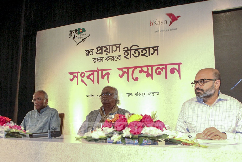 (From left) Liberation War Museum trustees Mofidul Hoque and Rabiul Hussain, and bKash CEO Kamal Quadir at a programme titled