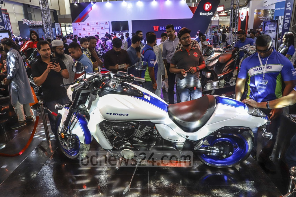 Motorcycle lovers crowding a Dhaka Motor Show stall at the International Convention City Bashundhara in Dhaka on Friday to see Suzuki's 1800cc M109R. Rancon Motorbikes Limited has brought the motorbike only for exhibition.