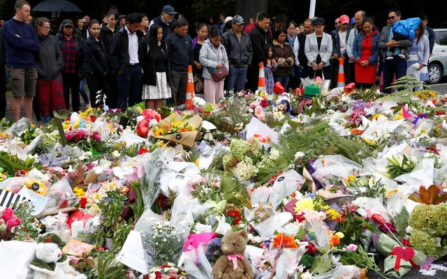 Christians say a prayer for the victims of a shooting outside Al Noor mosque in Christchurch, New Zealand, Mar 17, 2019. REUTERS/Edgar Su