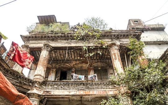 The plaster has fallen off several parts of the building due to the lack of preservation and restoration efforts. Photo: Mahmud Zaman Ovi
