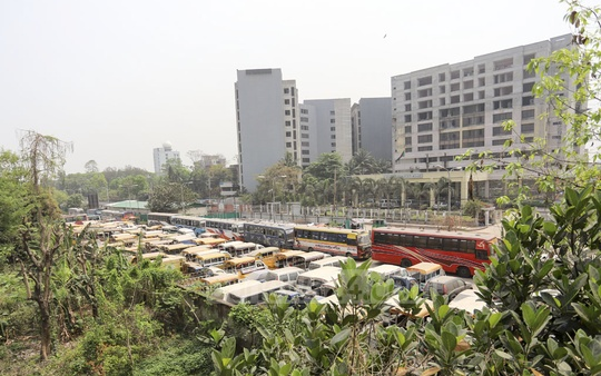 Police have set up an impound lot on one side of the road near the Bangladesh Bureau of Statistics building in Dhaka's Agargaon for seized vehicles. Photo: Asif Mahmud Ove
