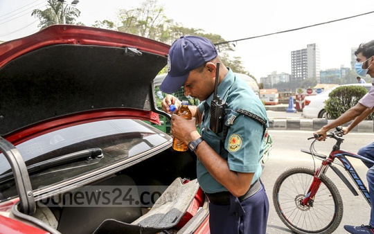 Security around Dhaka has stepped up in preparation for Independence Day on Mar 26. The photo shows searches conducted at a police checkpost in the Gulistan area of the capital on Monday. Photo: Mahmud Zaman Ovi