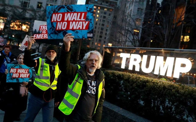 FILE PHOTO: People gather to protest against US President Donald Trump's declaration of a national emergency to build a border wall, at Trump International Hotel & Tower in Manhattan, New York, US Feb 15, 2019. REUTERS/Andrew Kelly/File Photo