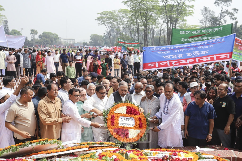 Jatiya Oikya Front chief and Gono Forum President Kamal Hossain presents flowers at the National Martyrs' Monument alongside other party leaders on Independence Day. Photo: Asif Mahmud Ove