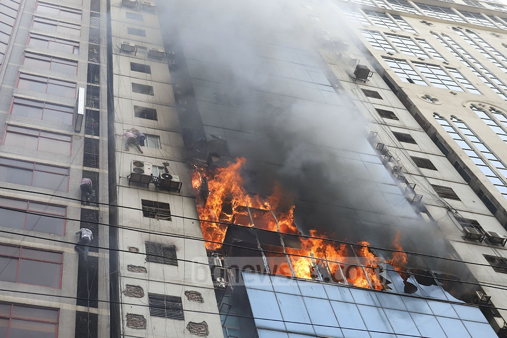 Many people were trapped inside the FR Tower on Kamal Ataturk Avenue in Dhaka's Banani when the 23-storey building caught fire on Thursday afternoon.