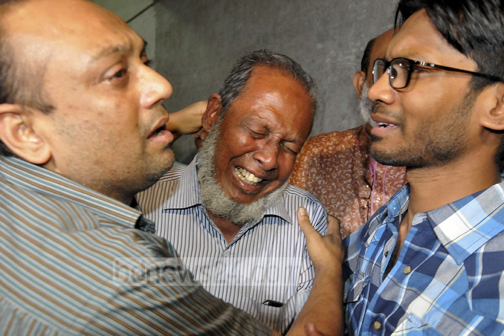 Relatives of the victims of the deadly FR Tower fire wailing at the Dhaka Medical College Hospital on Thursday.