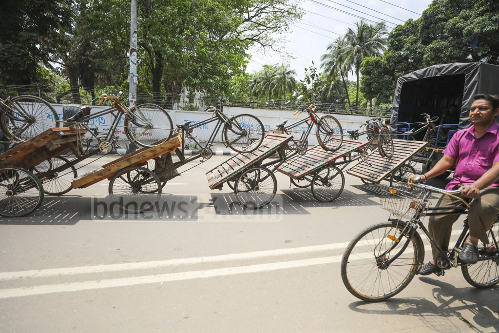 A police truck pulling seized rickshaw-vans that were kept illegally outside the Dhaka Medical College Hospital to Shahbagh Police Station on Monday. Photo: Abdullah Al Momin