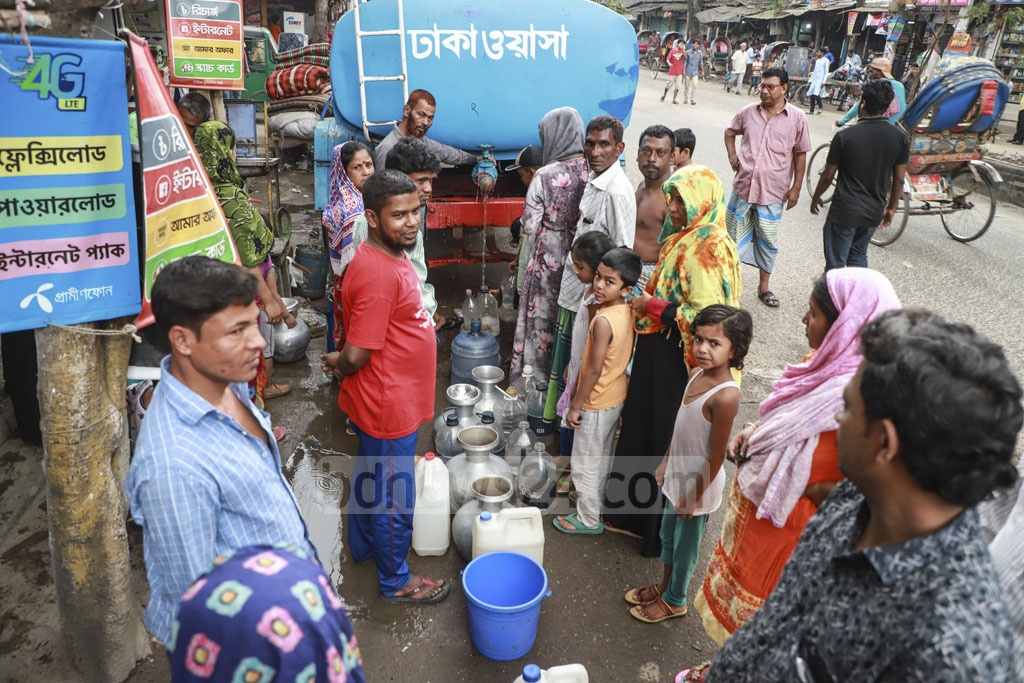 Residents gather in droves to collect drinking water from a WASA vehicle in Jatrabari's Nabinagar on Friday. Photo: Abdullah Al Momin