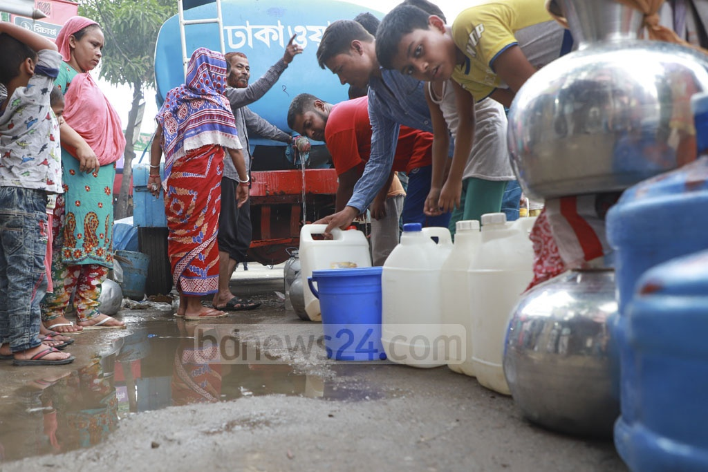 A water crisis has gripped different parts of Jatrabari. Vessels of different sizes and shapes are lined up in front of a WASA water-supply vehicle to collect drinking water in Nabi Nagar on Friday. Photo: Abdullah Al Momin