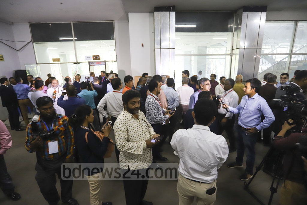 The BGMEA Bhaban is bustling with people during the organisation's elections after four years on Saturday. Photo: Asif Mahmud Ove