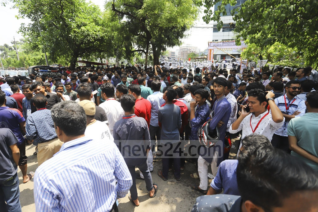As the BGMEA goes to the polls after four years on Saturday, supporters of candidates contesting the elections gather outside the BGMEA Headquarters in Dhaka. Photo: Asif Mahmud Ove
