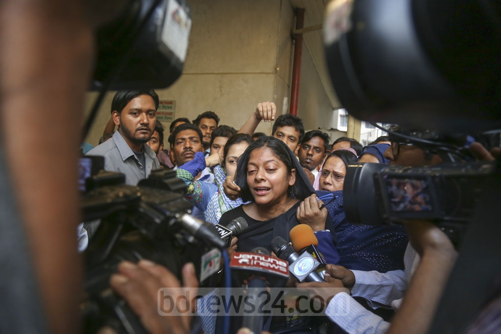 Relatives of Abdus Samad, known as Tele Samad, cry after the death of the celebrated comedian at the Square Hospital in Dhaka on Saturday. Photo: Mahmud Zaman Ovi