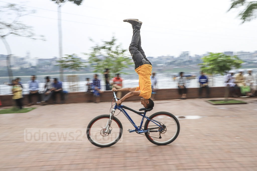 Boys from the vicinity performing bicycle stunts in the parliament area on Thursday. Photo: Abdullah Al Momin