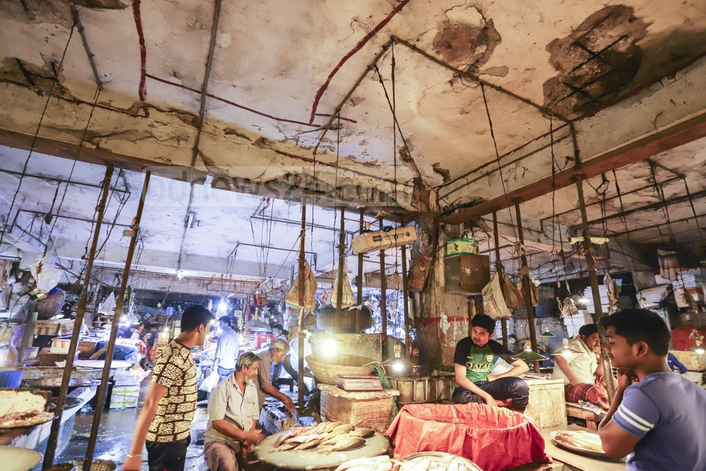 This fish market in the capital's Karwan Bazar sits in a building where several people were injured after parts of its ceiling collapsed. Steel rods have been used to reinforce the fractured ceiling. Photo: Asif Mahmud Ove