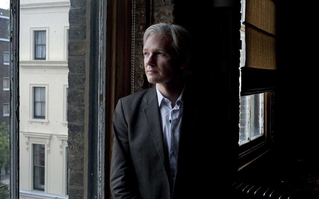 FILE PHOTO:Julian Assange in London, July 26, 2010. (Andrew Testa/The New York Times)