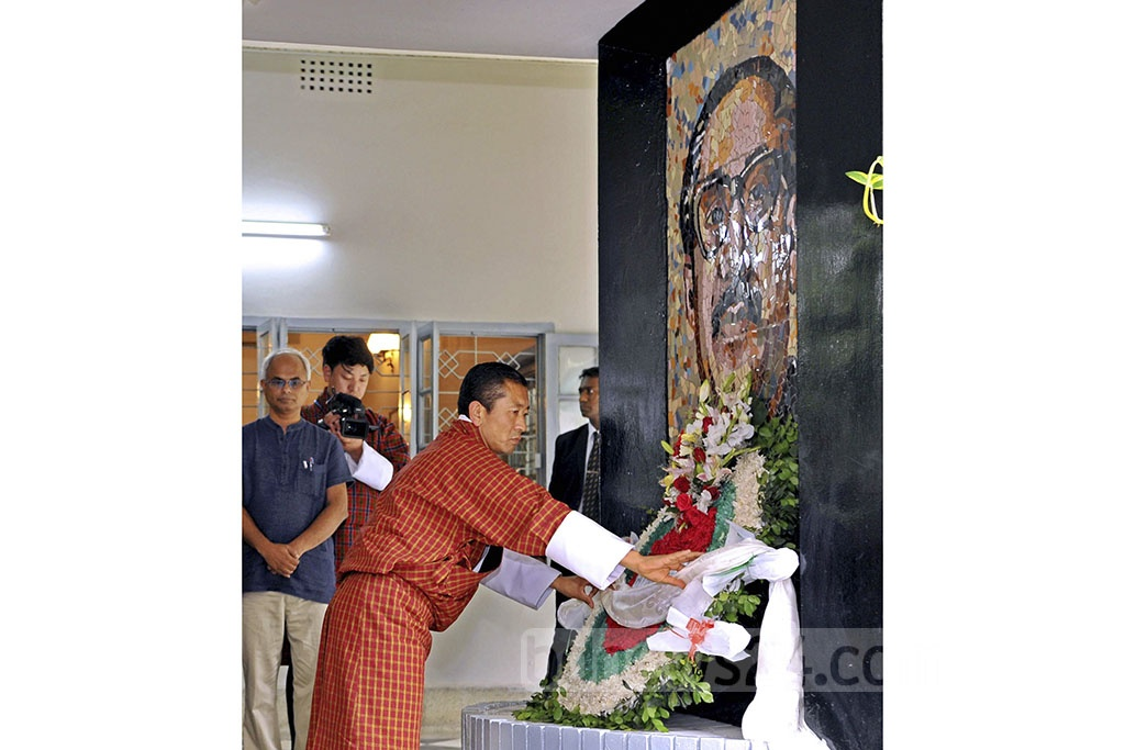 Bhutan Prime Minister Lotay Tshering paying respect to Bangabandhu Sheikh Mujibur Rahman at the Bangabandhu Memorial Museum in Dhaka on Friday. Photo: PID