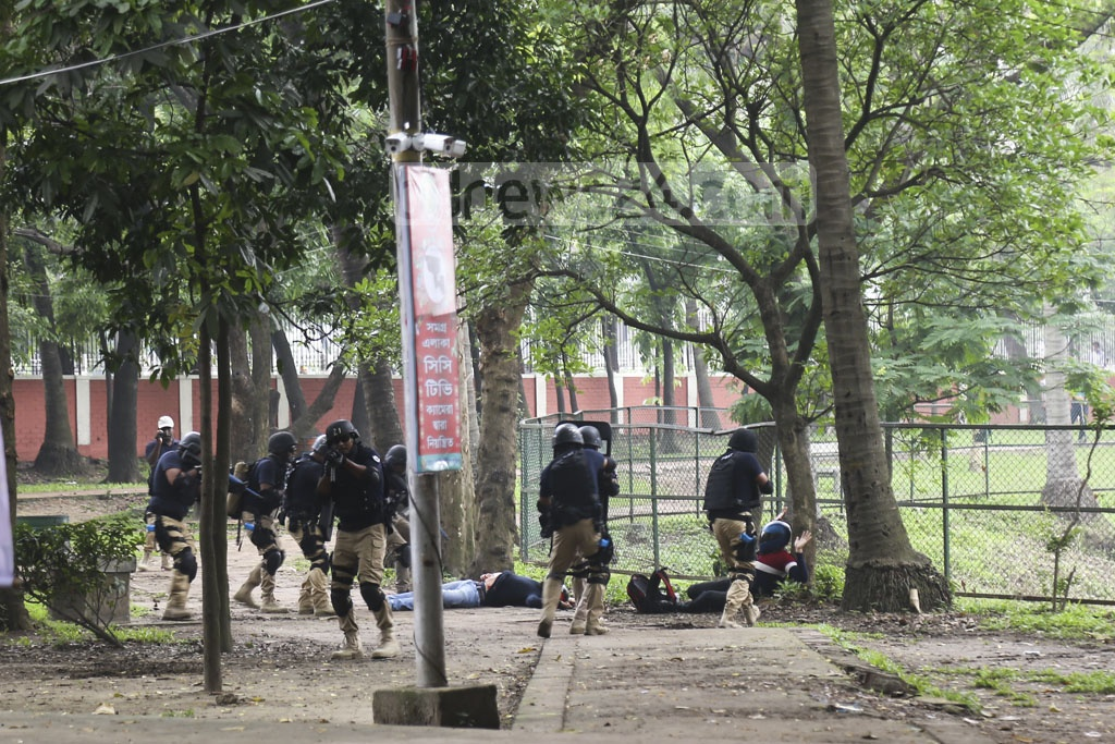 Police perform a security drill on Saturday at Ramna, the venue of a key Pahela Baishakh event of Chhayanaut, ahead of Bangla New Year celebrations. Photo: Mahmud Zaman Ovi